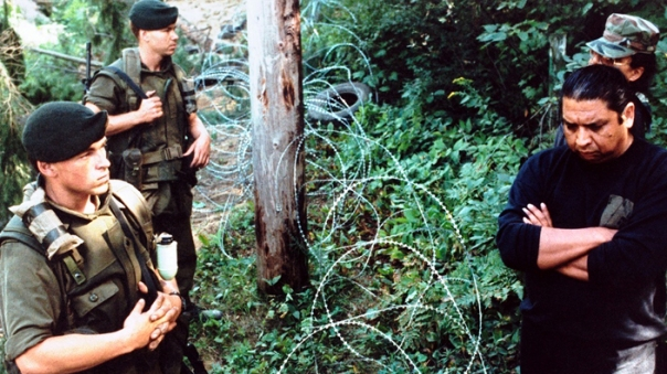 Oka 1990 soldiers razor wire