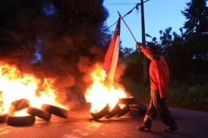 Mapuche burning tire road block of Dec 22, 2012.