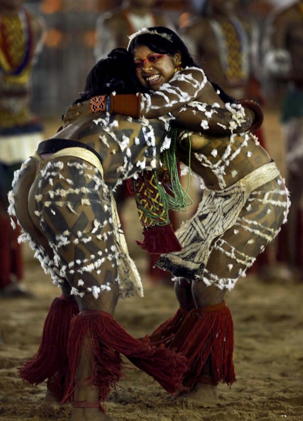 Members of the Brazilian Kaypo Mekrangnoti indigenous ethnic group compete in a tug-of-war competition during the XII Games of the Indigenous People, in Cuiaba, Nov 12, 2013.