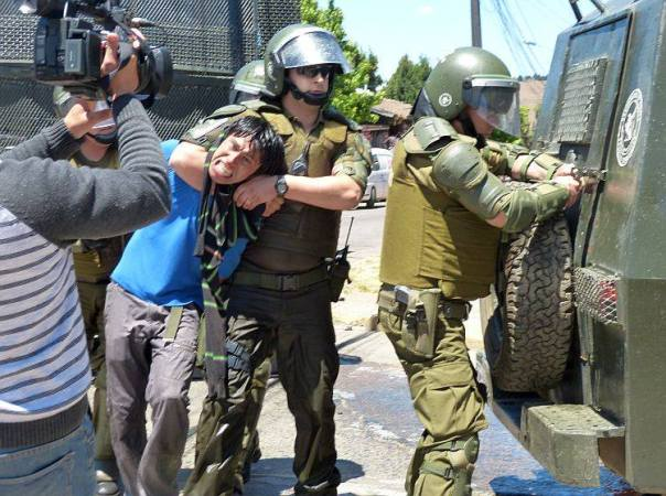 One of several arrests by Caribineri military pig police outside court, Dec 5, 2013.