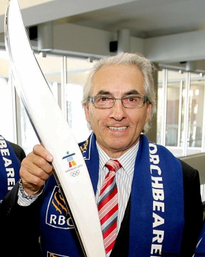 Phil Fontaine with 2010 Winter Olympics torch.