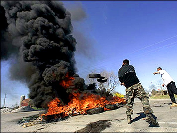 Tire fire blockade at Six Nations, April 2006.