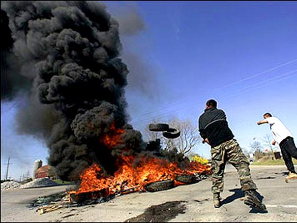 Tire fire blockade at Six Nations, April 2006.