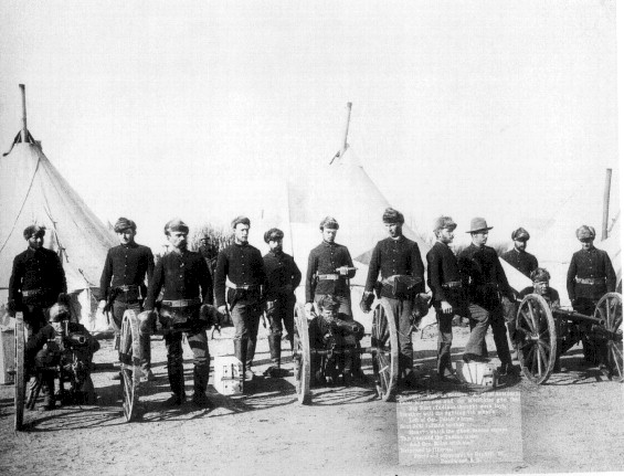 US soldiers with a Hotchkiss machine gun, Wounded Knee 1890.