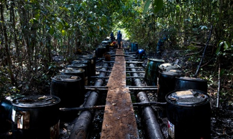 Workers from Argentine firm Pluspetrol clean up after an oil spill in the Amazon region of Loreto, August 10, 2011. Approximately 1,100 barrels of oil were leaked into the jungle.