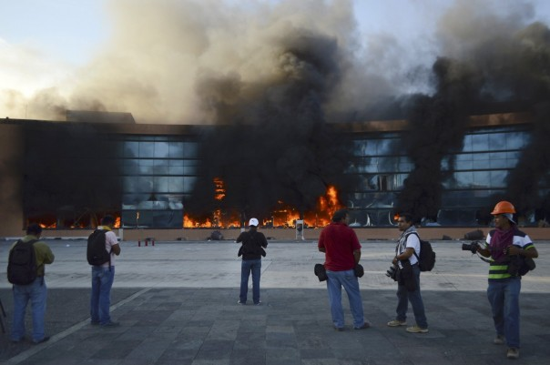 Guerrero state HQ in flames during protests over missing/murdered students.