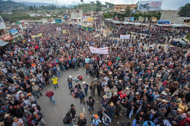 """In Sololá, hundreds of campesinos mobilized to oppose the """"Monsanto Law,"""" which would have opened Guatemala to the privatization of seed. (Photo: Jeff Abbott)"""