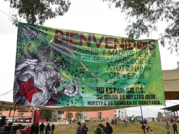 Sign welcoming families of Ayotzinapa 43 massacre.