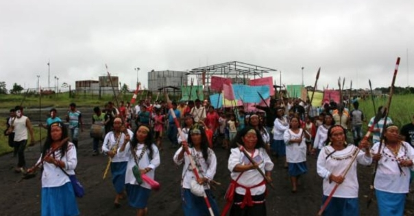 Peruvian indigenous groups took control of an airport near an oil block in the Amazon on Monday. (Photo: Andrew Miller/Twitter)