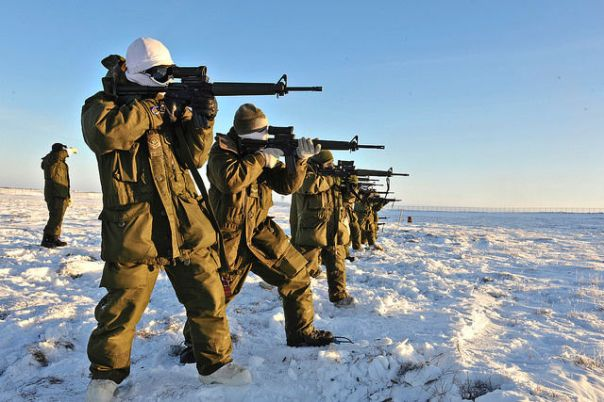 Canadian Forces soldiers carrying out Arctic training in winter clothing used for testing in this article.