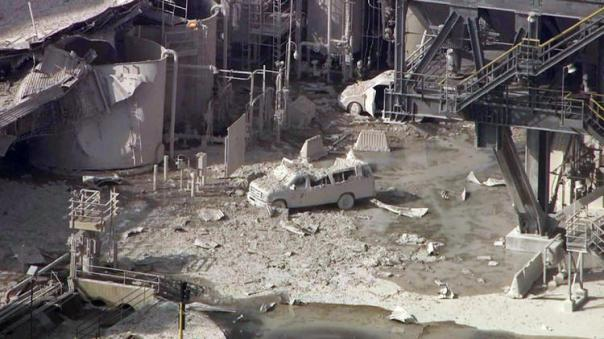 Aftermath of explosion at Exxon Mobile refinery in Torrance, California, Feb 18, 2015.  Photo: LA Times.