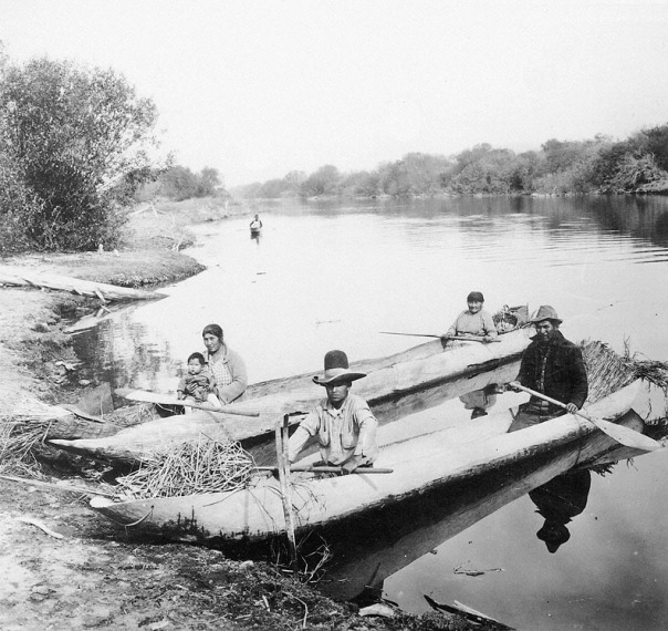 Klamath people in dug out canoes, 19th century. Photo: Wikipedia.