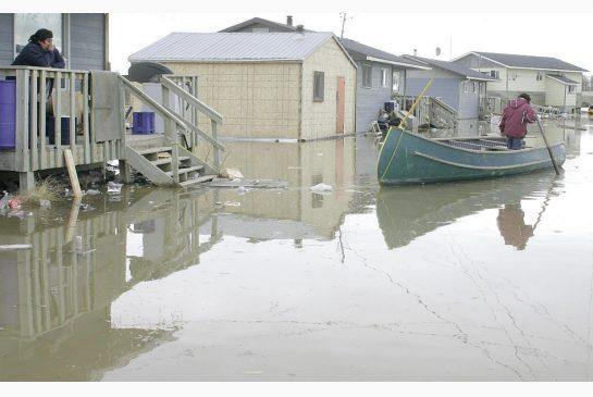 Flooding in Kashechewan, 2013.