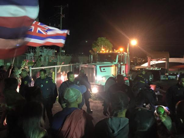 Land defenders block transport trucks, July 31, 2015.  Photo: Maui Now.