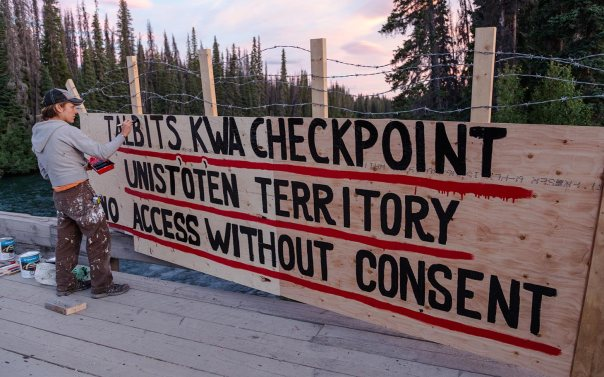 Gate at Unist'ot'en camp, photo: Al Jazeera.