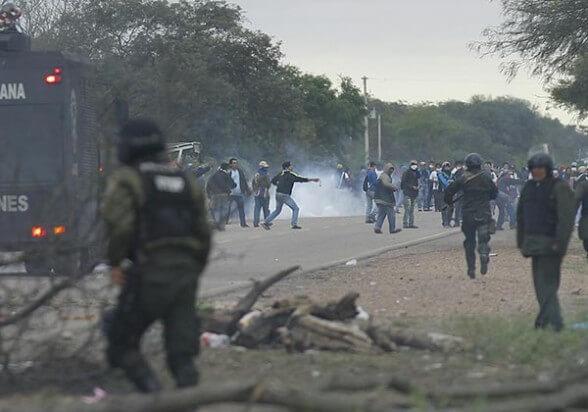 Police repression of the blockade in Takovo Mora. (Photo: OIEDC)
