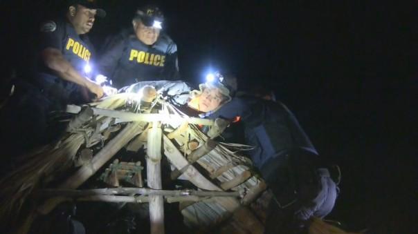 Police arrest one land defender on top of a shelter, Sept 9, 2015. Photo: BigIslandVideoNews.