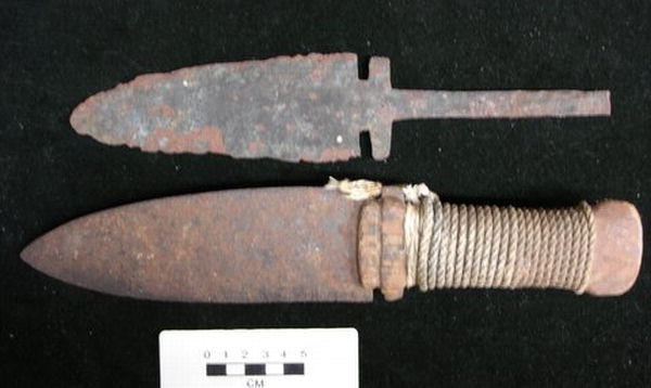 Figure 16. Notched iron blade types. Top. RBCM, Archaeology Collection, DcRu-Y:90. Length 28.3cm. Victoria area. Bottom. Wooden handle with commercial twine. From the west coast of Vancouver Island. RBCM, Anthropology Collection, # 14247.