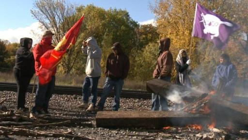 Mohawks from Kahnawake protest Montreal city's plans to dump sewage into the St Lawrence River. Photo: CBC News.