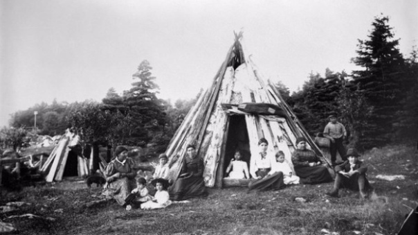 The British had more troops and resources on a global scale, but they underestimated what was needed to take over Nova Scotia in 1675, and remained on the defensive until they made peace with the Mi'kmaq in 1761. This photo of Mi'kmaq in Nova Scotia is from around 1890. (CBC News, supplied by Nova Scotia Archives Twitter)