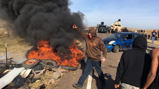 dakota-access-pipeline-burning-barricade-11