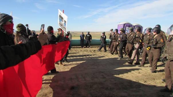 dakota-access-pipeline-masks-cops