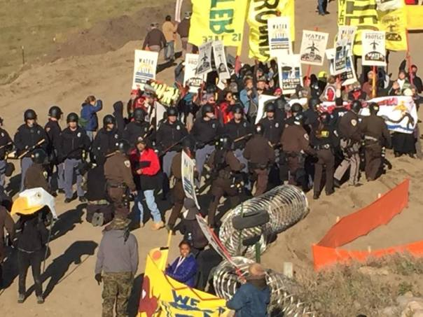 dakota-access-pipeline-riot-cops-banners