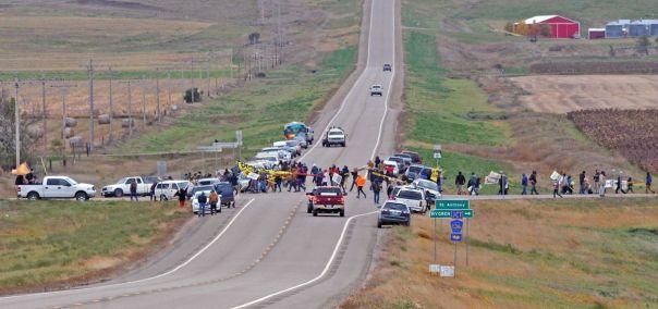 dakota-access-road-block