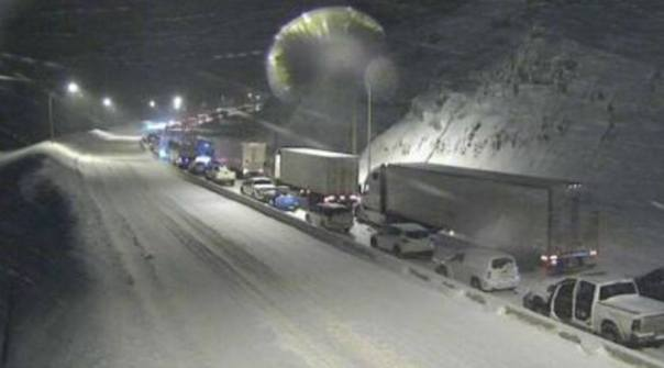 coquihalla-highway-snow-snowfall-congestion