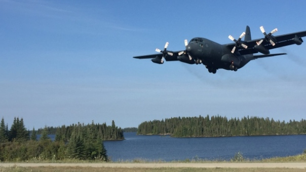hercules-aircraft-arrives-in-garden-hill-first-nation