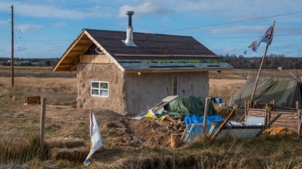 alton-gas-protest-strawbale house
